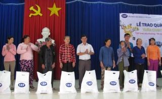 CEP trao quà tết cho khách hàng TP.Tây Ninh