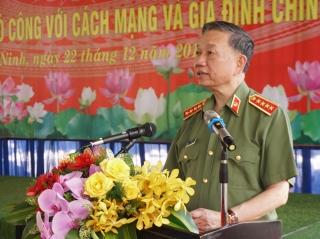 Bộ Công an thăm, tặng quà tại Tây Ninh