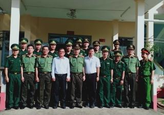 Bộ trưởng Bộ Công an thăm cán bộ, chiến sĩ Đồn Biên phòng Xa Mát