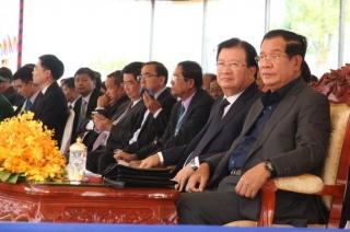 Việt Nam trao chợ kiểu mẫu biên giới cho Campuchia