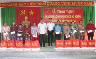Chủ tịch UBND tỉnh trao quà tết cho hộ nghèo huyện Tân Biên