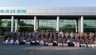 Công ty TNHH SaiLun Việt Nam trao thưởng cho công nhân