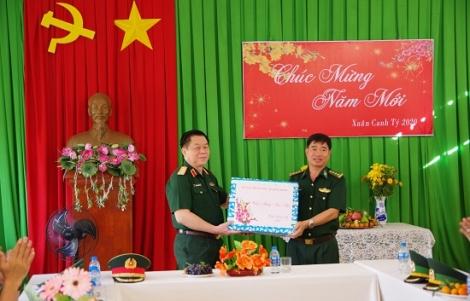 Thượng tướng Nguyễn Trọng Nghĩa thăm, chúc tết cán bộ, chiến sĩ Tây Ninh