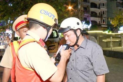 TS Lê Hồng Sơn: Có kẽ hở trong luật chống rượu, bia