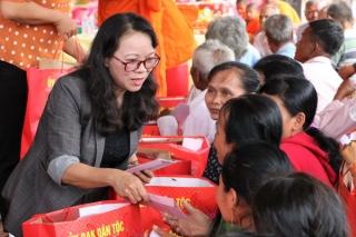 Thăm, chúc tết đồng bào dân tộc thiểu số Tây Ninh