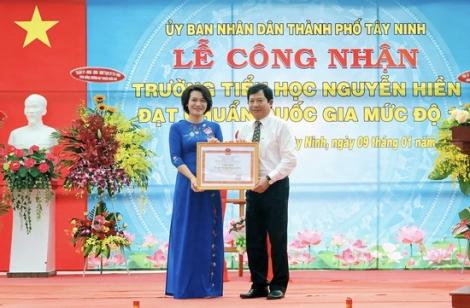 Trường Tiểu học Nguyễn Hiền được công nhận đạt chuẩn Quốc gia mức độ 1