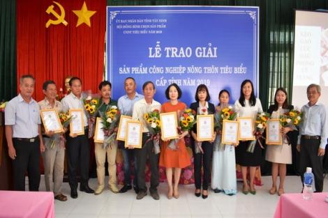 Trao chứng nhận sản phẩm công nghiệp nông thôn tiêu biểu năm 2019