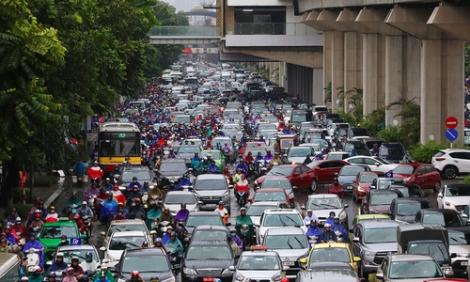 'Tắc đường, ngồi trong ôtô hàng tiếng còn hơn trên xe máy 30 phút'