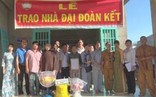 Thị trấn Tân Biên: Trao nhà đại đoàn kết cho hộ cận nghèo