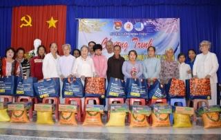 Huyện Dương Minh Châu: Trao quà cho nạn nhân chất độc da cam/dioxin