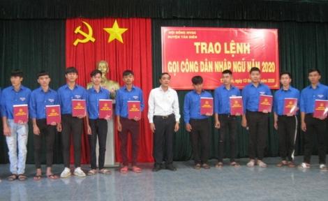 Tân Biên: Trao lệnh gọi công dân nhập ngũ năm 2020