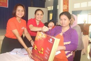 Tập đoàn Vingroup: Trao quà tết cho người nghèo ở Tây Ninh
