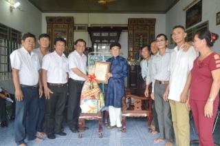 Phó Bí thư Thường trực Tỉnh ủy thăm gia đình chính sách tiêu biểu ở Hòa Thành