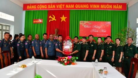 Bộ Chỉ huy Hiến binh tỉnh Svay Rieng thăm, chúc tết BĐBP Tây Ninh