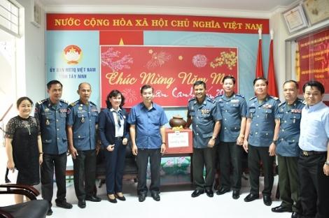 Đoàn Hiến binh Hoàng gia Campuchia chúc tết UB.MTTQVN tỉnh