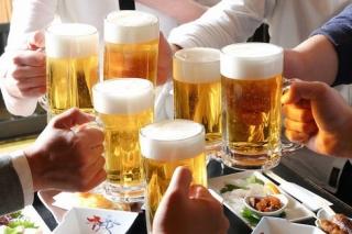 Rượu, bia ngày Tết: Bộ Y tế khuyến cáo mỗi ngày không uống quá 2 lon bia