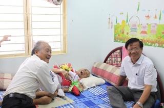 Thăm và chúc tết nguyên Chủ tịch Hội Văn học - Nghệ thuật tỉnh