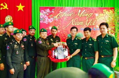 Cục Biên phòng - Quân đội Hoàng gia Campuchia thăm, chúc tết BĐBP Tây Ninh