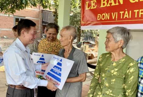 Bàn giao bể lọc nước cho 110 hộ dân tại xã Biên Giới, Châu Thành