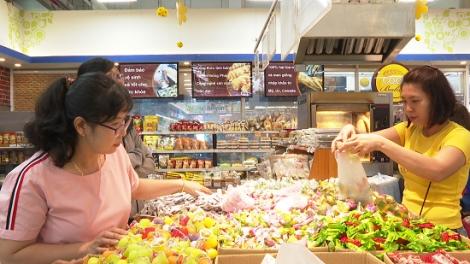 Thị trường thực phẩm ngày tết hút khách