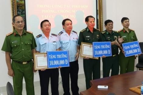 UBND tỉnh: Khen thưởng 3 tập thể có thành tích trong bắt giữ các đối tượng vận chuyển trái phép chất ma túy