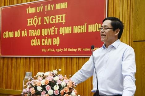 Trao quyết định nghỉ hưu cho Phó Bí thư thường trực Tỉnh ủy Nguyễn Minh Tân