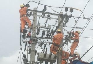 Thi công nhiều công trình lưới điện bảo đảm cung ứng đủ điện cho mùa khô