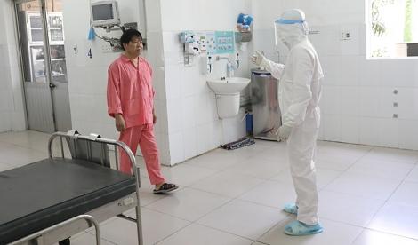 Ông bố Trung Quốc viêm phổi corona ở TP HCM khỏi bệnh
