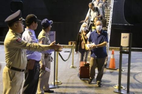 Hành khách trên du thuyền cập cảng Campuchia nhiễm Covid-19