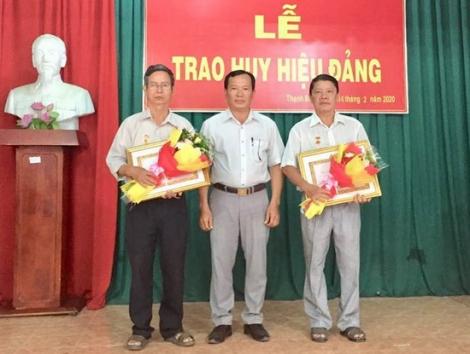 Tân Châu: Trao tặng Huy hiệu 40, 30 năm tuổi Đảng