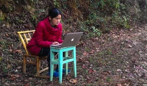 Lớp học online của cô giáo mắc kẹt trên núi vì dịch Covid-19