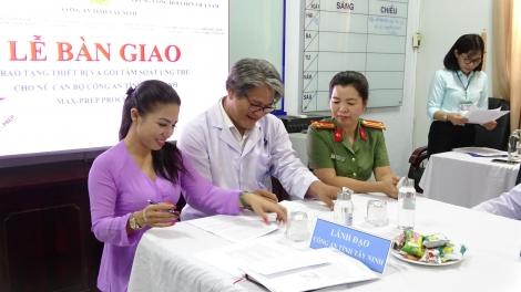 BVĐK Tây Ninh tiếp nhận máy tầm soát ung thư cổ tử cung