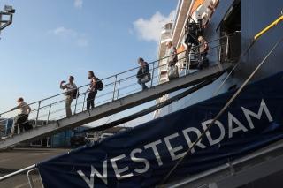 Cập nhật 7h ngày 18/2: Số người tử vong vì virus corona vượt 1800, Thủ tướng Campuchia lên tiếng về tàu Westerdam