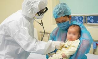 Bệnh nhân corona nhỏ tuổi đầu tiên Việt Nam xuất viện
