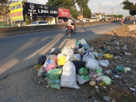 Xã An Tịnh: Người dân bức xúc vì lề đường trước nhà bị biến thành bãi rác
