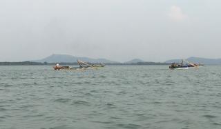 Tái diễn ghe nhủi vây bắt cá trong hồ Dầu Tiếng