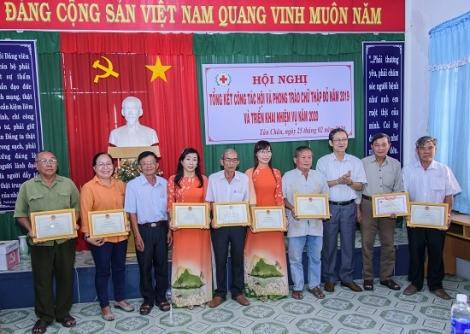 Năm 2019 Tân Châu vận động tặng trên 8.500 phần quà tết cho người nghèo