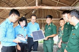 Tỉnh đoàn Tây Ninh: Thăm, chúc mừng chiến sĩ tại các chốt biên phòng