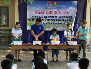 Hướng dẫn học sinh rửa tay để phòng chống dịch Covid-19