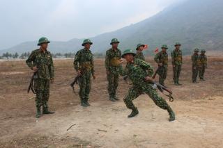 Chính ủy Bộ CHQS tỉnh kiểm tra công tác huấn luyện chiến sĩ mới tại Trường quân sự tỉnh