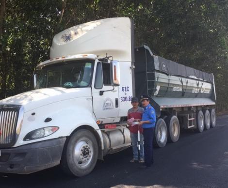 Một tháng, Thanh tra GTVT lập biên bản xử phạt gần 90 trường hợp xe chở hàng quá tải