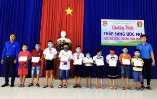 Hòa Thành: Trao học bổng thắp sáng ước mơ cho học sinh nghèo