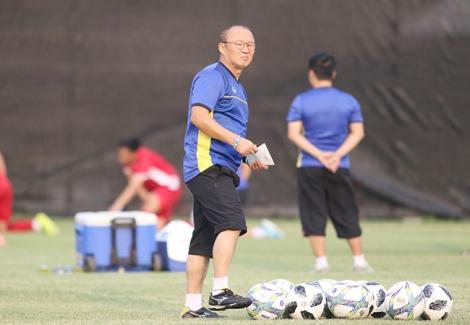 Tuyển Việt Nam khó vì Covid-19: Thầy Park mạo hiểm U23 đá AFF Cup?