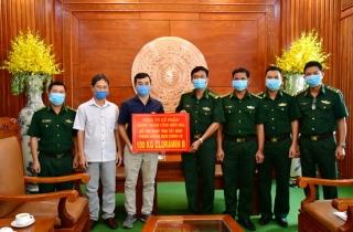 Công ty CP Thành Thành Công Biên Hoà tặng biên phòng 100kg thuốc diệt khuẩn Cloramin B để phòng dịch