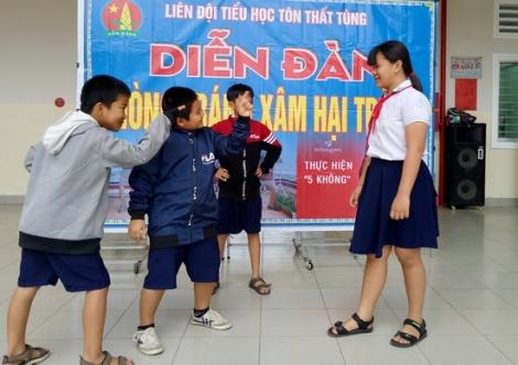Đừng thờ ơ với nạn xâm hại tình dục trẻ em nam