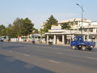 Kiên quyết xử lý buôn bán hàng rong trước cổng BVĐK Tây Ninh
