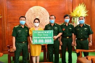 BĐBP Tây Ninh tiếp nhận quà hỗ trợ chống dịch trên biên giới