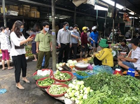 TP.Tây Ninh: Kiểm tra việc niêm yết giá và bán đúng giá tại các chợ