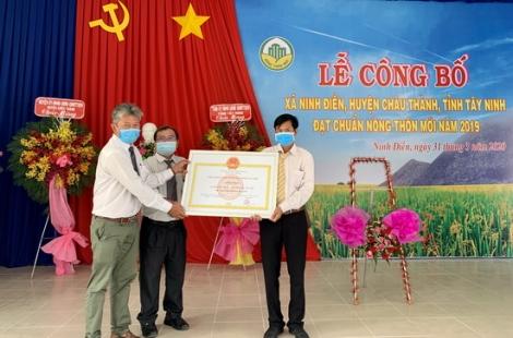 Trao bằng công nhận xã đạt chuẩn nông thôn mới xã Ninh Điền