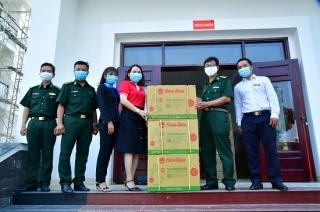 Nhiều tập thể trong và ngoài tỉnh tiếp sức Biên Phòng Tây Ninh chống dịch